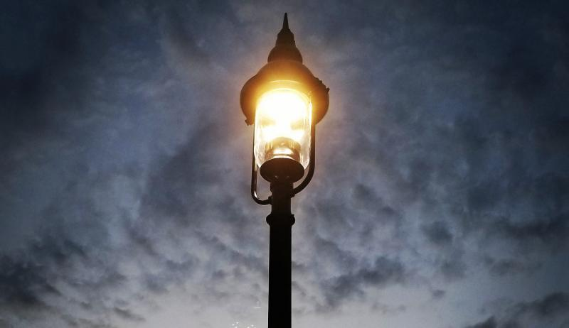 A picture of an LED streetlight.